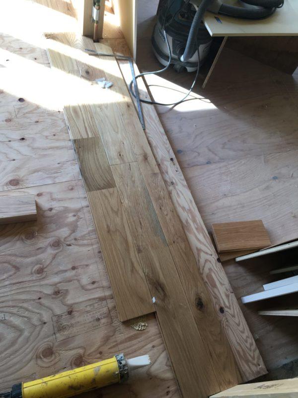 床の無垢材